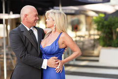 Man holding an attractive woman Royalty Free Stock Photography