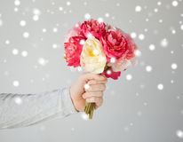 Man holding bouquet of flowers Royalty Free Stock Image