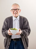 Man holding bowl of vegetables Royalty Free Stock Photography