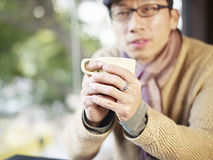 Man holding coffee cup Royalty Free Stock Photo