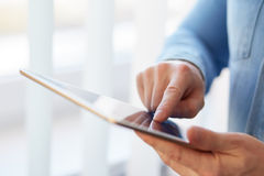Man holding digital tablet Royalty Free Stock Photos