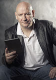 Man holding e-reader tablet Royalty Free Stock Photos