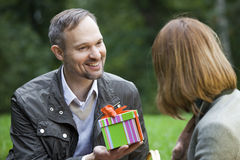 Man holding gift box Royalty Free Stock Photography