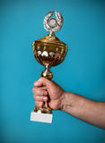 Man holding a golden trophy Royalty Free Stock Photos
