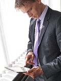 Man holding ipad Royalty Free Stock Images