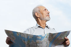 Man holding a map Royalty Free Stock Photos