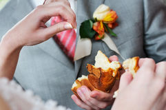 Man holding slice of wedding round loaf Stock Images