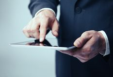 Man holding tablet Royalty Free Stock Photography