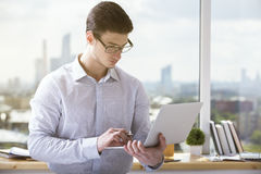 Man holding and using laptop Royalty Free Stock Photos