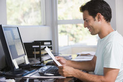 Man in home office using computer Royalty Free Stock Photos