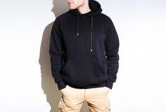 Man hoodie för grabbblankosvart, tröja, åtlöje som isoleras upp pl arkivbild