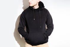 Man hoodie för grabbblankosvart, tröja, åtlöje som isoleras upp pl vektor illustrationer