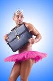 Man i ballerinakjol med portföljen Royaltyfria Bilder