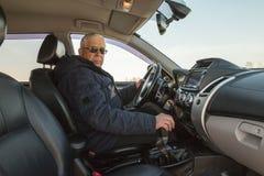Man i bilen Royaltyfri Bild