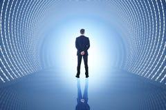 Man i blåtttunnel Arkivfoto