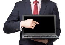 Man i dräkt med bärbara datorn Fotografering för Bildbyråer