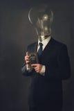 Man i dräkt med det head innehavet för ljusa kulor en skolbok i Het Royaltyfria Bilder