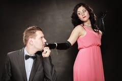 Man i dräkt och kvinna i aftonklänning Royaltyfri Fotografi