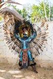 Man i en Mayan krigaredräkt Arkivbild
