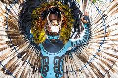 Man i en Mayan krigaredräkt Royaltyfria Bilder