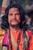 Man i färgglad kläder i västra Bengal Arkivbild