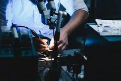 Man i hans elektriska seminarium Royaltyfria Bilder