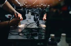 Man i hans elektriska seminarium Arkivbild