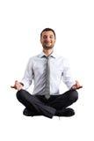 Man i praktiserande yoga för formella kläder Arkivbilder
