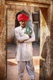 Man i röd turban Arkivfoto