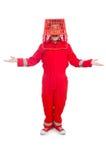 Man i röda overaller med shoppingsupermarketvagnen Royaltyfri Fotografi