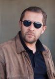 Man i solglasögon Fotografering för Bildbyråer