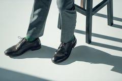 Man i stilfulla skor Arkivfoto