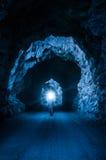 Man i tunnel Arkivfoto