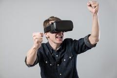 Man i virtuell verklighet royaltyfri bild