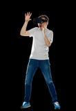 Man i virtuell verklighethörlurar med mikrofon eller exponeringsglas 3d Royaltyfria Foton