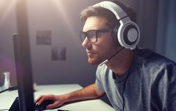 Free Man In Headset Playing Computer Video Game At Home Royalty Free Stock Photos - 112506328