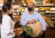 Free Man In Protective Mask Talking With Woman In Supermarket During Shopping Royalty Free Stock Image - 209357766