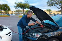 Free Man Jump Starting A Car With Jumper Cables Stock Images - 141906054