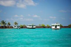 Man - Kapitolium av den Maledives pir Royaltyfria Foton