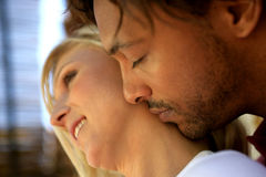 Man kissing his girlfriend Royalty Free Stock Photos