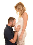 Man kissing pregnant woman Royalty Free Stock Images
