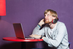 Man on laptop Royalty Free Stock Photos