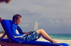 Man with laptop on beach vacation Royalty Free Stock Images