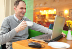 Man with laptop in a cafe Royalty Free Stock Image