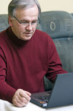 Man with laptop computer Royalty Free Stock Photo