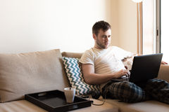 Man with laptop at living room Royalty Free Stock Images