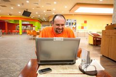 Man with laptop in restaurant Royalty Free Stock Photography