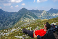 Man laying down the grass on the mountain Royalty Free Stock Photography
