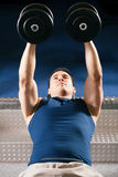 Man lifting dummbell in gym Stock Photography