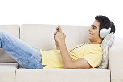 Man listening to mp3 player Royalty Free Stock Photos